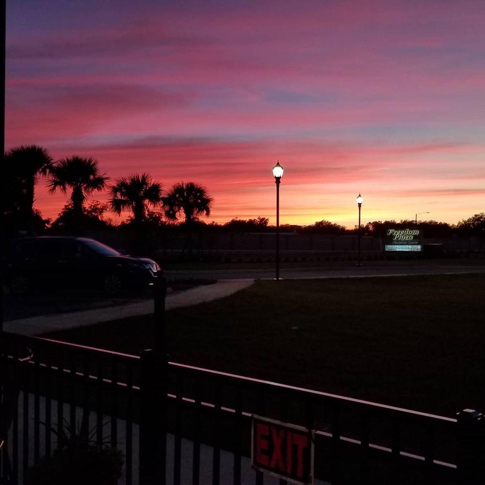 The Sunny Pint: 4110 E Sr 44, Wildwood, FL