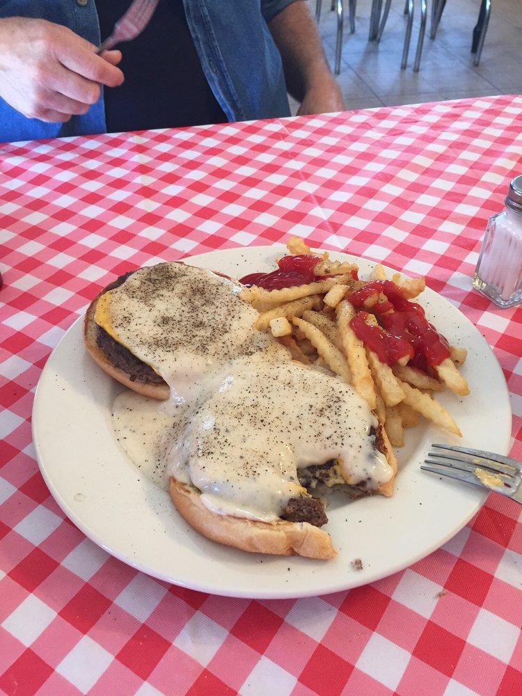 Burger Barn: 719 N Broadway St, Aspermont, TX