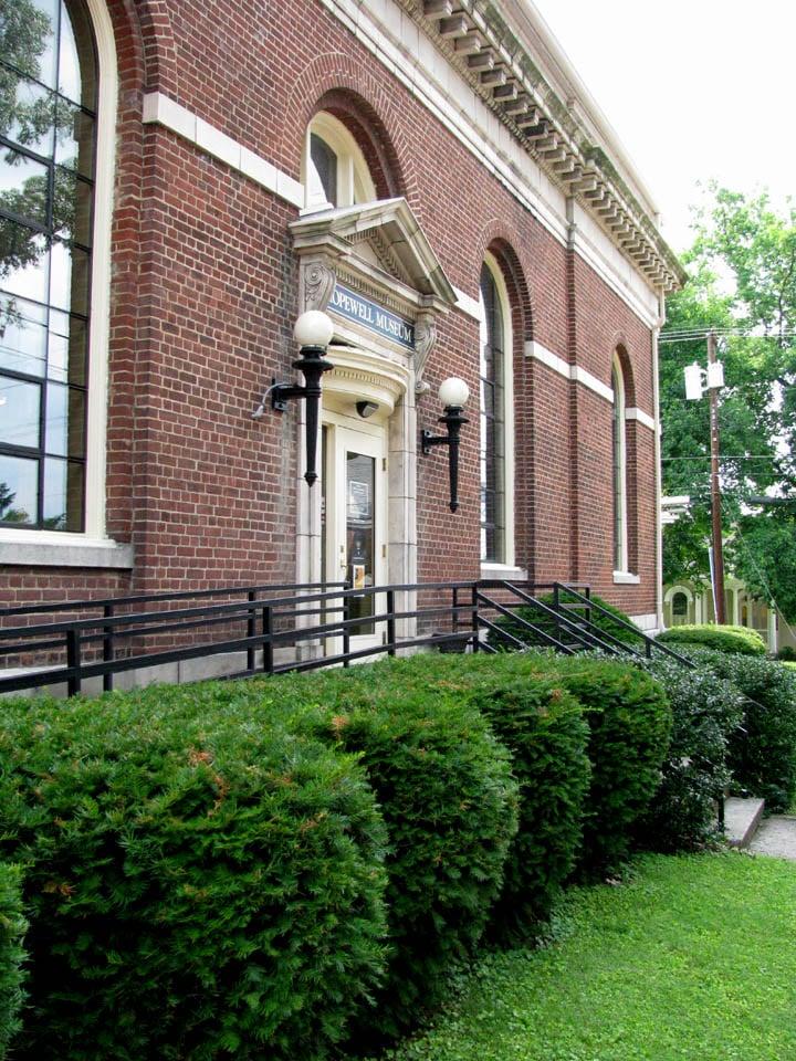 Hopewell Museum: 800 Pleasant St, Paris, KY