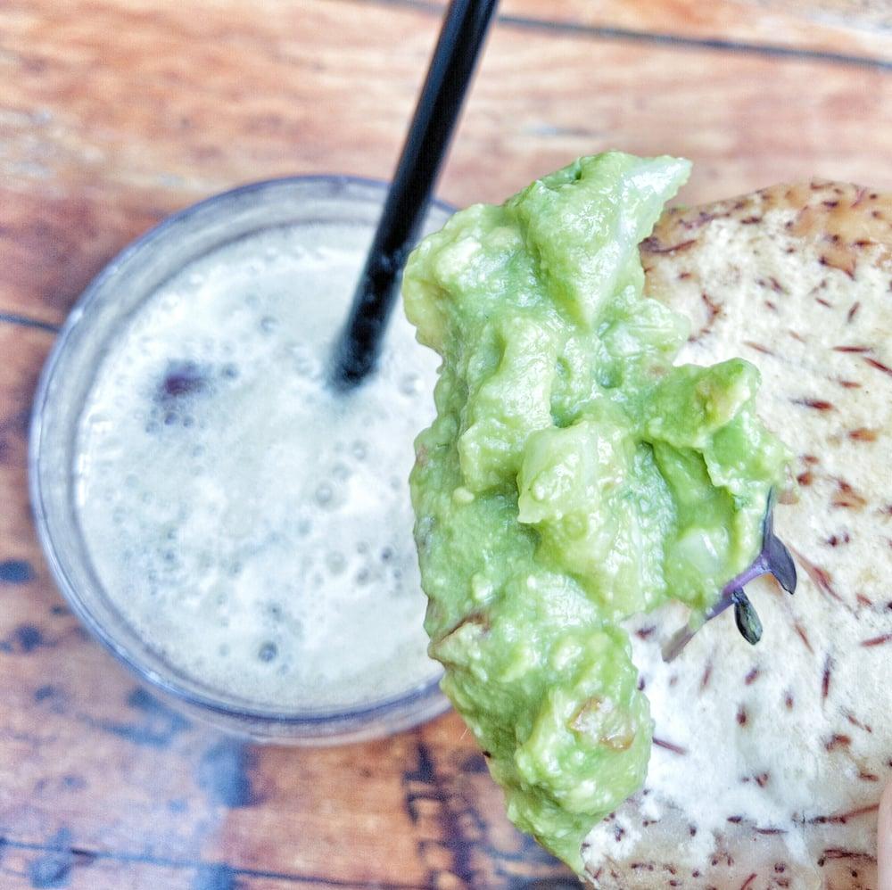 Travelling Foodie Eats Guacamole at El Patio