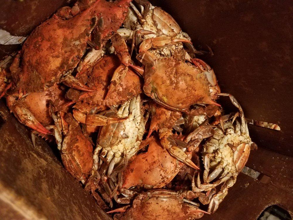 Al's Seafood: 1551 Eastern Blvd, Essex, MD