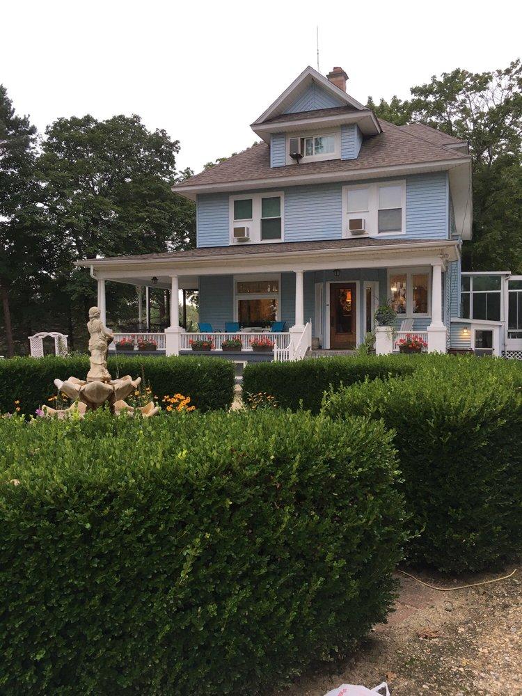J Paule's Fenn Inn: 2254 S 58th St, Fennville, MI