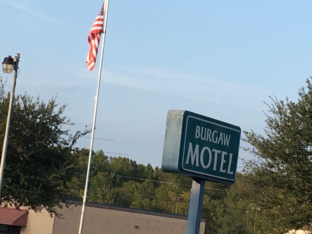 Burgaw Motel: 605 US Hwy 117 N, Burgaw, NC