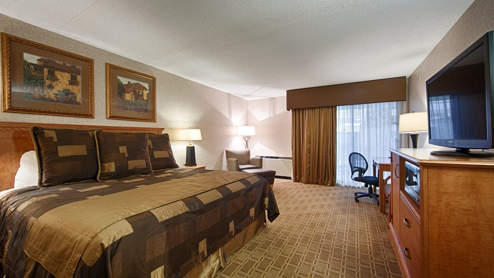 Plus Ramkota Hotel: 800 S 3rd St, Bismarck, ND