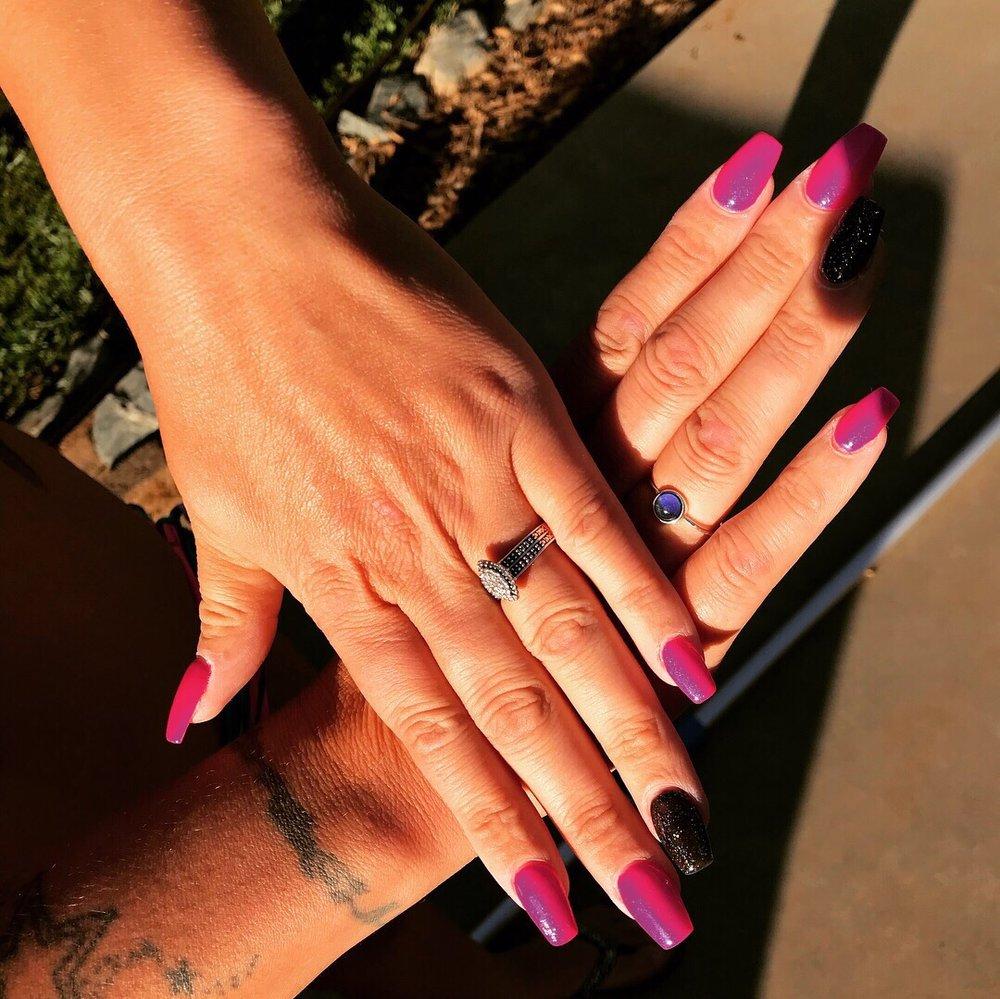 D & D Nails: 291 S Washington St, Sonora, CA