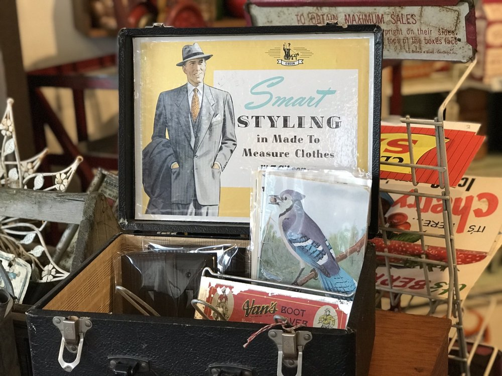 Three Daisies Vintage: 21581 Main St NE, Aurora, OR