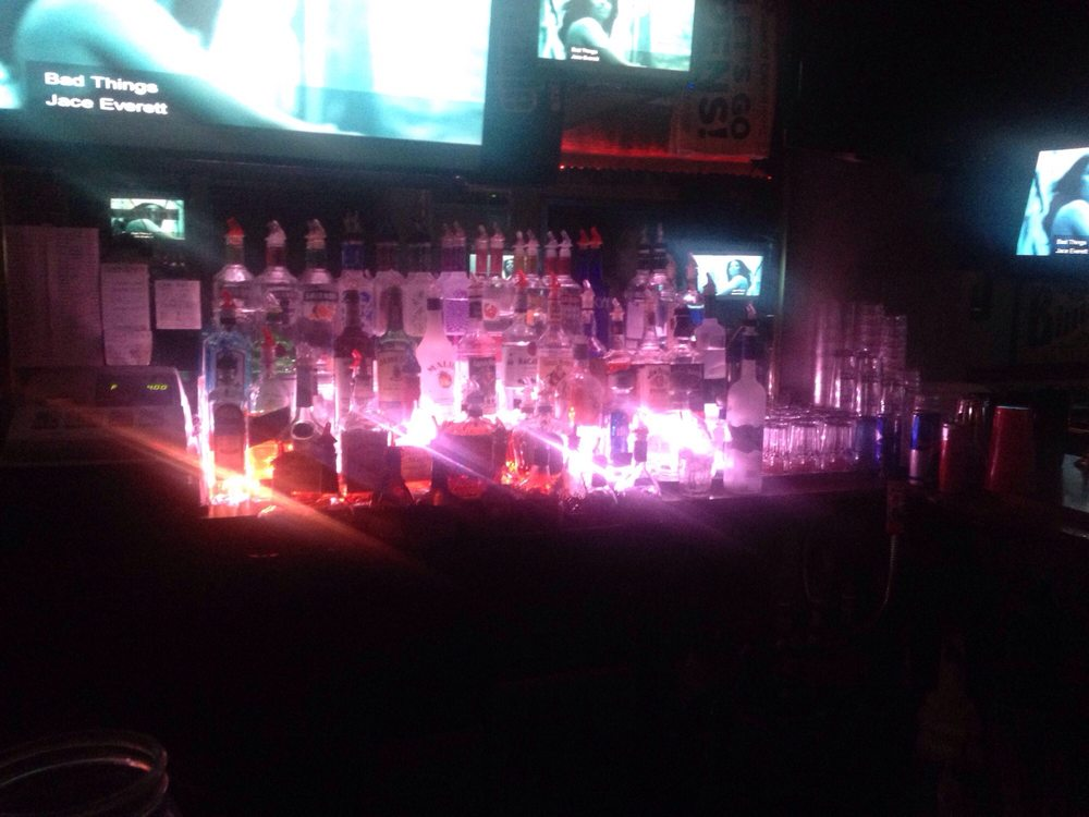 JT's Lounge: 291 N State Route 2, New Martinsville, WV
