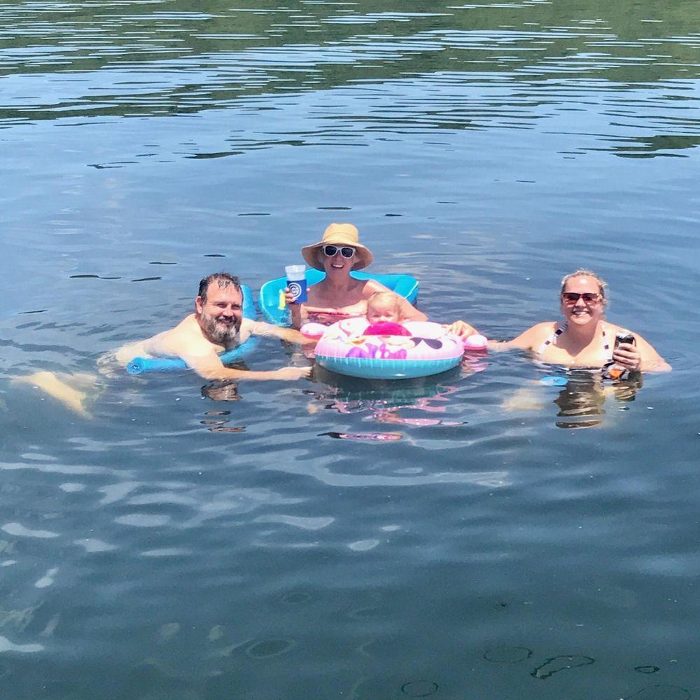 Cedar Creek Cove Resort: 153 Vacation Ln, Theodosia, MO