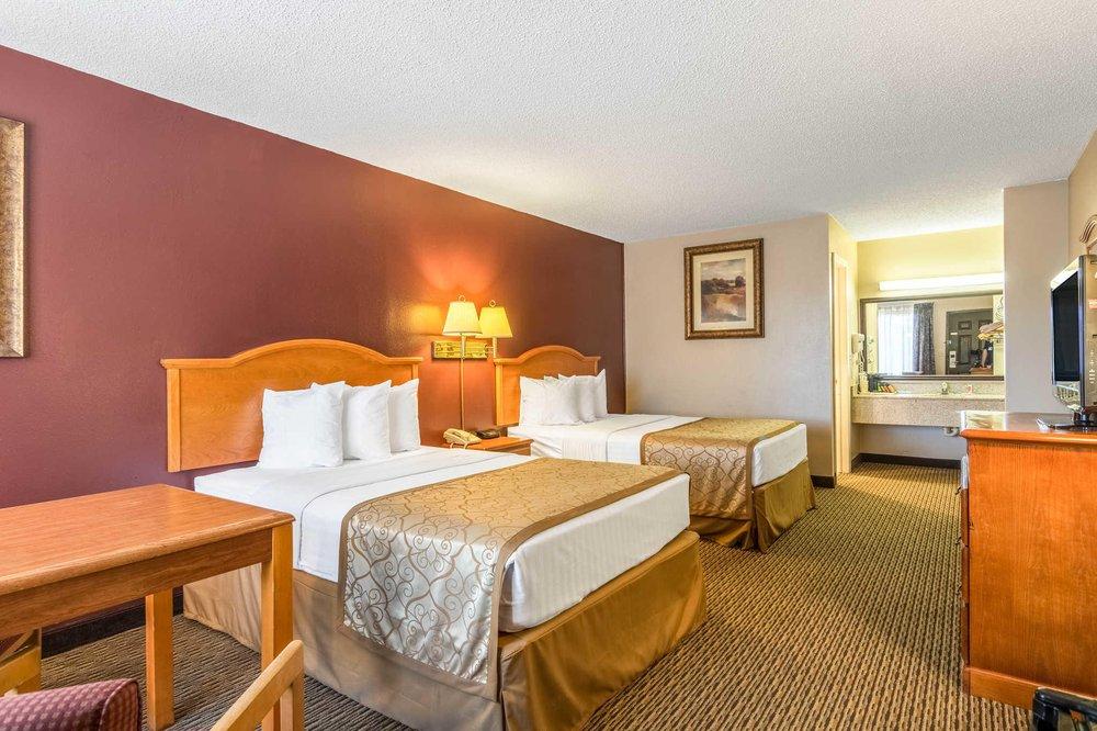 Econo Lodge: 601 Sylamore Ave, Mountain View, AR