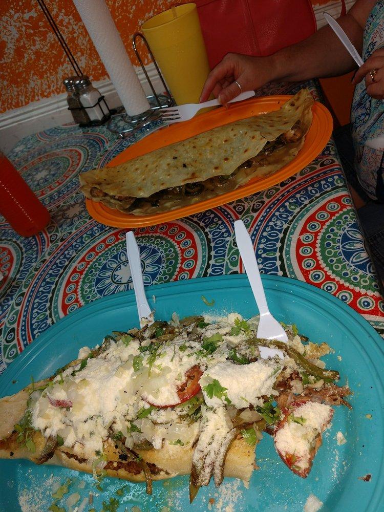 Los Magueyitos Restaurant: 941 W Pioneer Pkwy, Arlington, TX