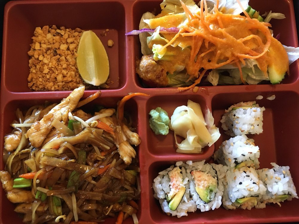 Food from Pudthai & Sushi