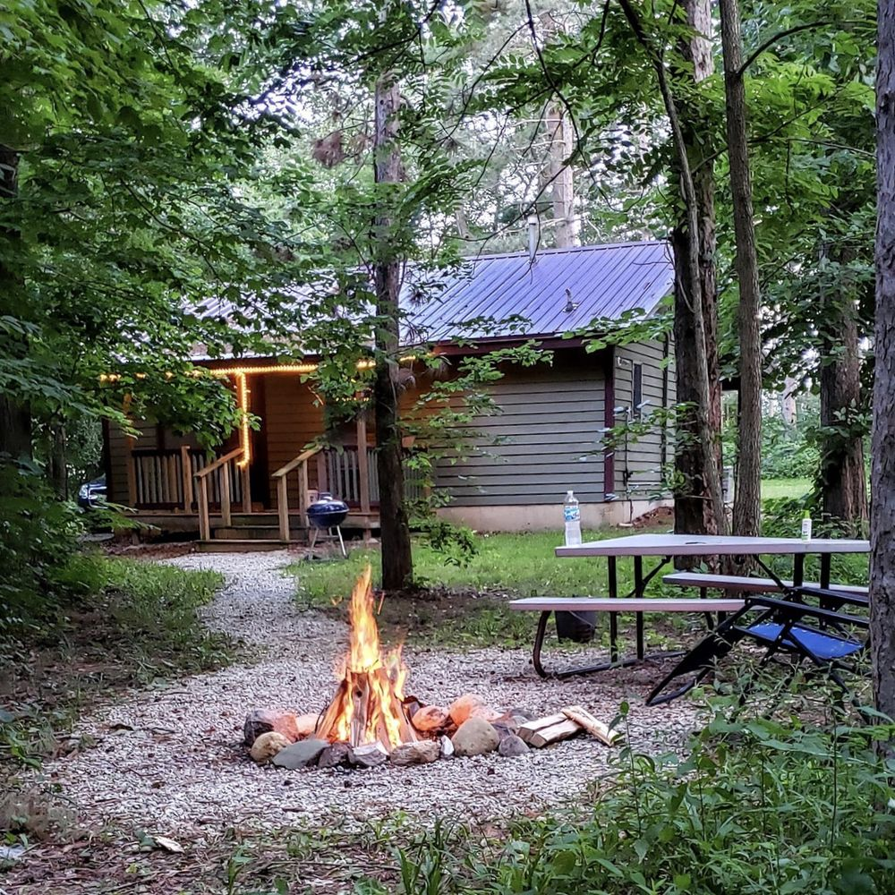 Kishauwau's Starved Rock Area Cabins: 901 N 2129th Rd, Tonica, IL