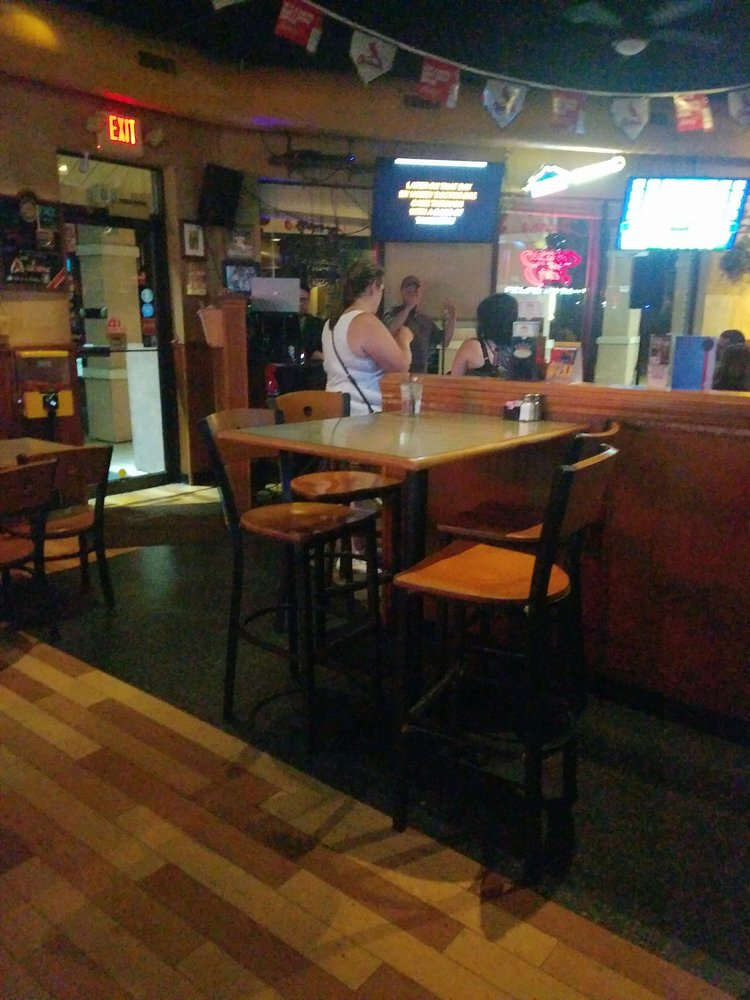 Dylan's Sports Bar & Grill: 675 Jeffco Blvd, Arnold, MO