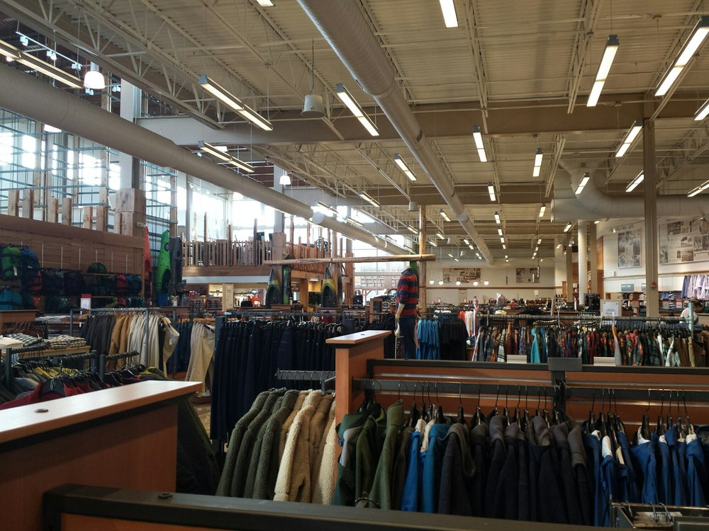 L.L. Bean: 3301 Center Valley Pkwy, Center Valley, PA