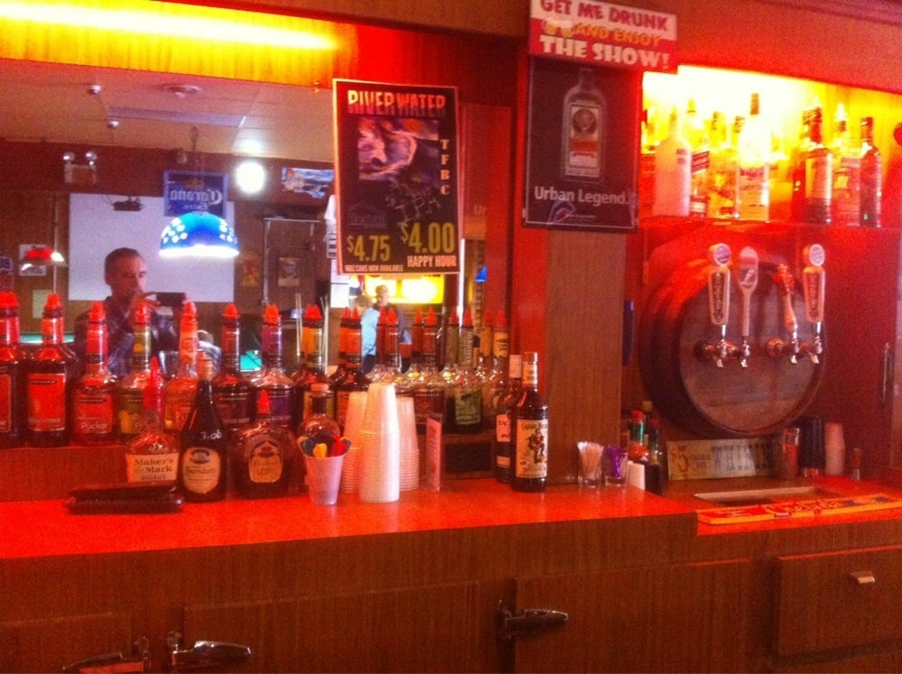 Montana Tavern: 202 W Main St, Lewistown, MT