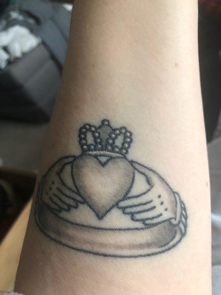 Neon Crab Tattoos & Piercing: 2-1050 Kipps Lane, London, ON