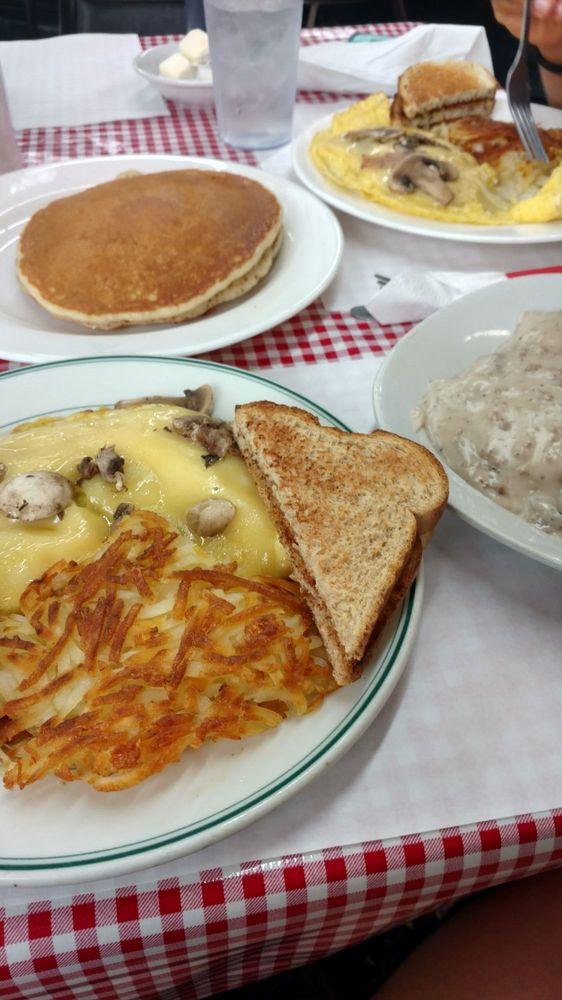 The Little Pie Shop & Cafe: 5050 Lake Rd W, Ashtabula, OH