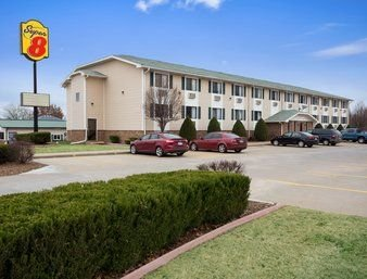 Super 8 by Wyndham Pittsburg KS: 3108 N Broadway, Pittsburg, KS