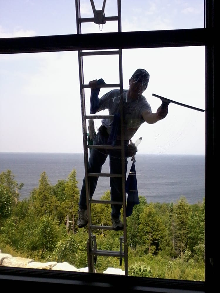 Paneless Glass Cleaning: 5008 Algoma Rd, New Franken, WI