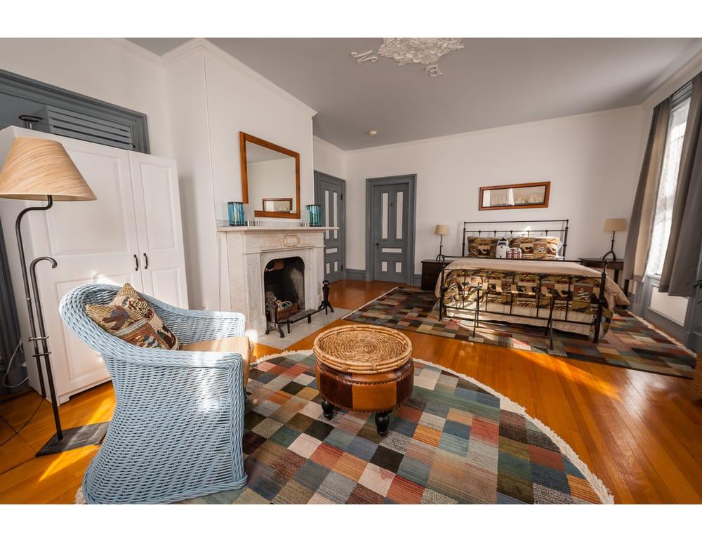 Mulberry House: 1009 Washington St, Bath, ME