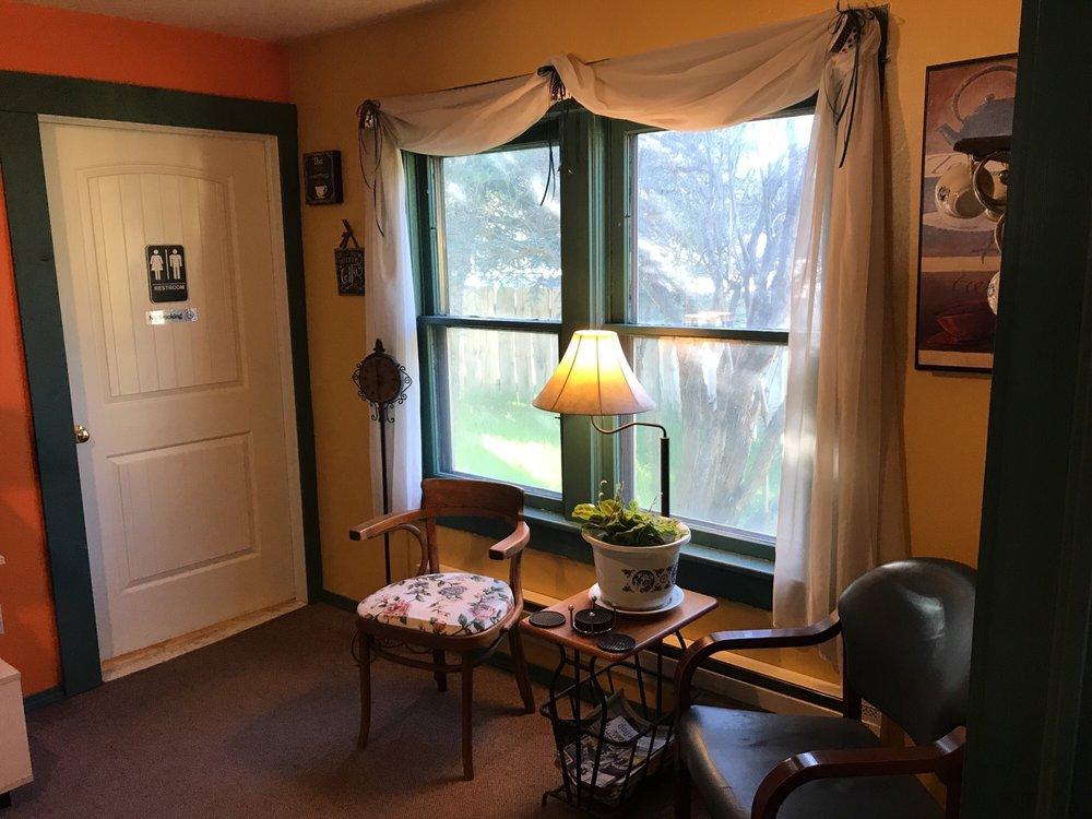 Tea Leaves-N-Coffee Beans: 121 N Main St, Cascade, ID