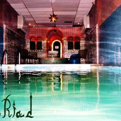 Le riad massage 184 rue des pyr n es 20 me paris for Piscine 20eme