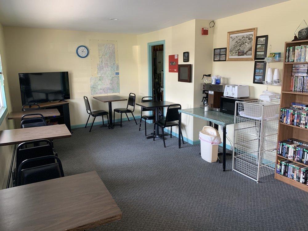 Evergreen Motel: 537 Presidential Hwy, Jefferson, NH
