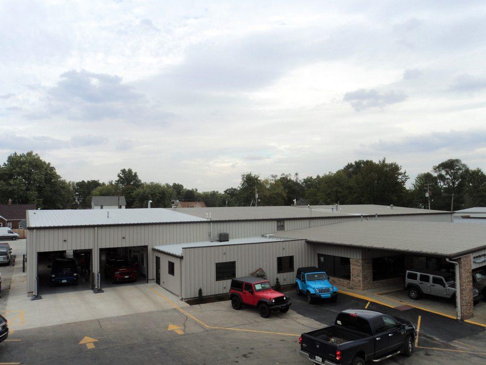 Goeckner Bros: 600 E Fayette Ave, Effingham, IL