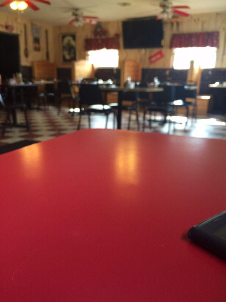 Mi Pueblo Mexican Restaurant: 209 W Pine St, Percy, IL
