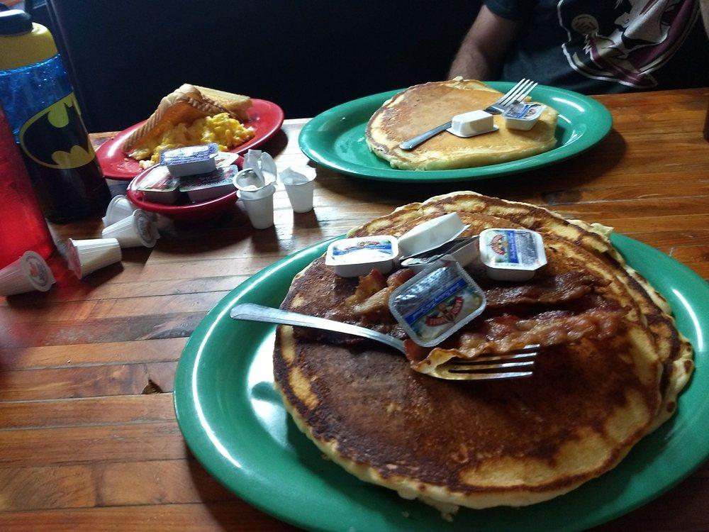 Renee's Cafe: 3430 Highway 63, Black Rock, AR
