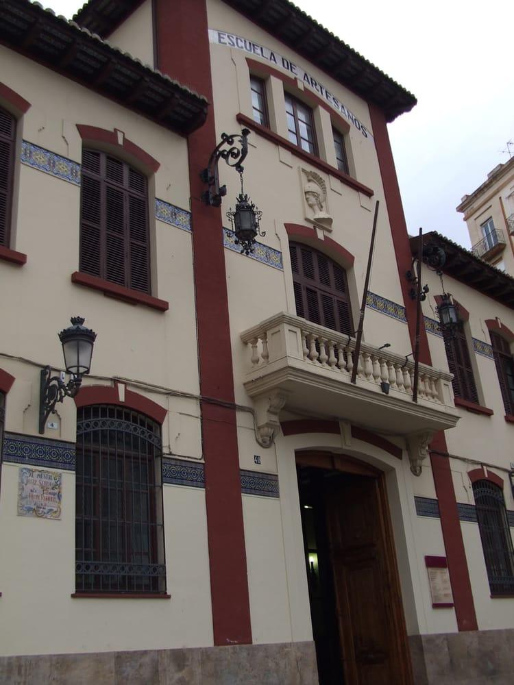 Escuela de artesanos art schools avinguda del regne de - Artesanos valencia ...
