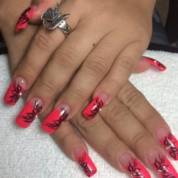 Nails by MAI logo