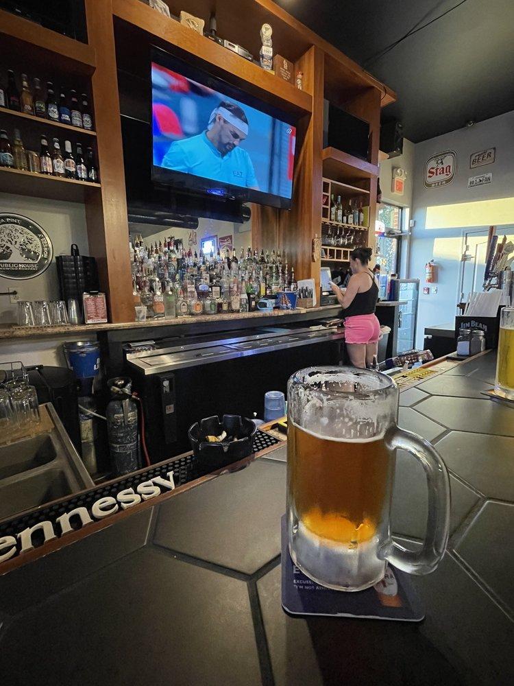 Boomer's Sports Bar & Grill: 555 Walmart Dr, Sullivan, MO