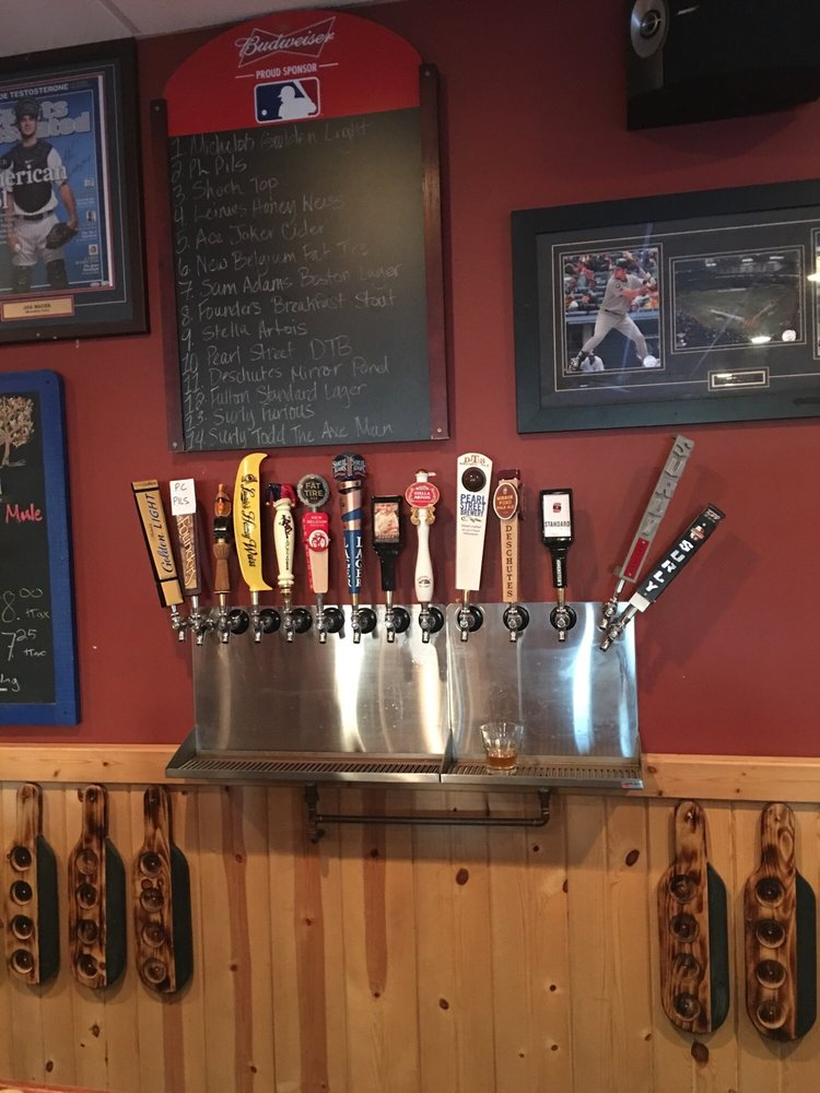 Sports Hub Bar & Grill: 25 N Walnut St, La Crescent, MN