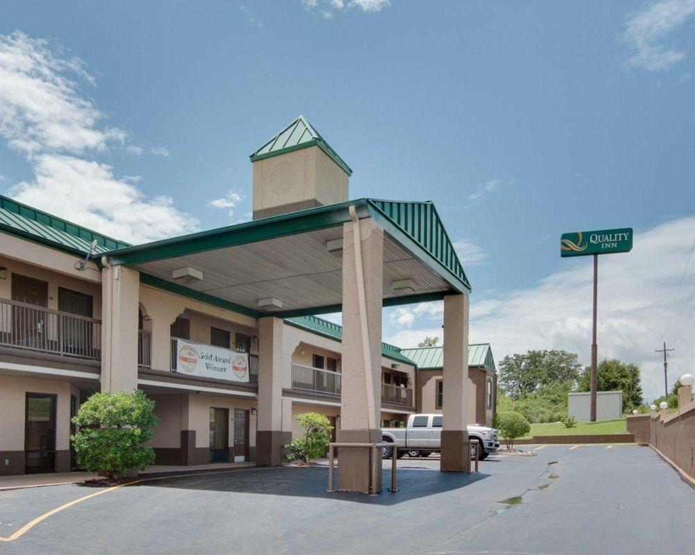 Quality Inn Mt. Pleasant: 2515 W Ferguson Rd, Mount Pleasant, TX