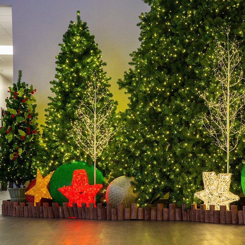 Christmas Tree And Lit Decor Yelp