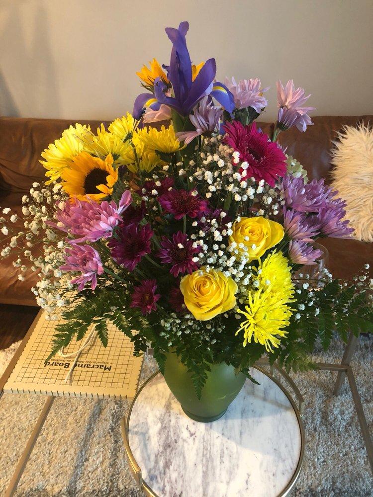 Anna's Flower & Variety Shop: 58 Milton Ave, Ballston Spa, NY
