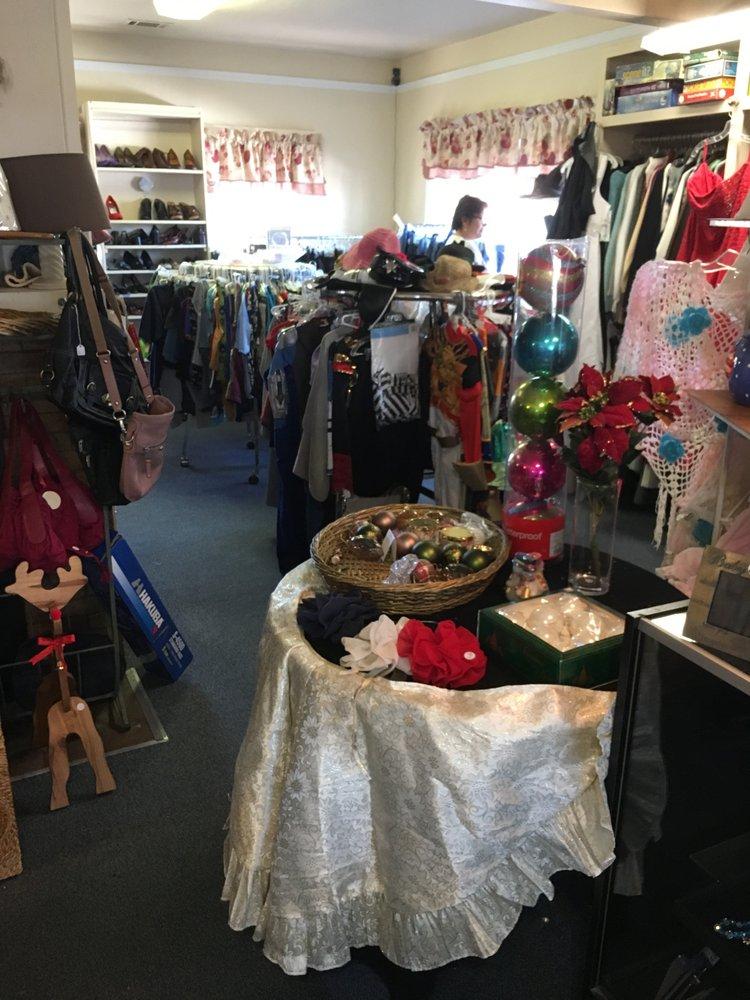Buellton Senior Thrift Shop: 56 W Hwy 246, Buellton, CA