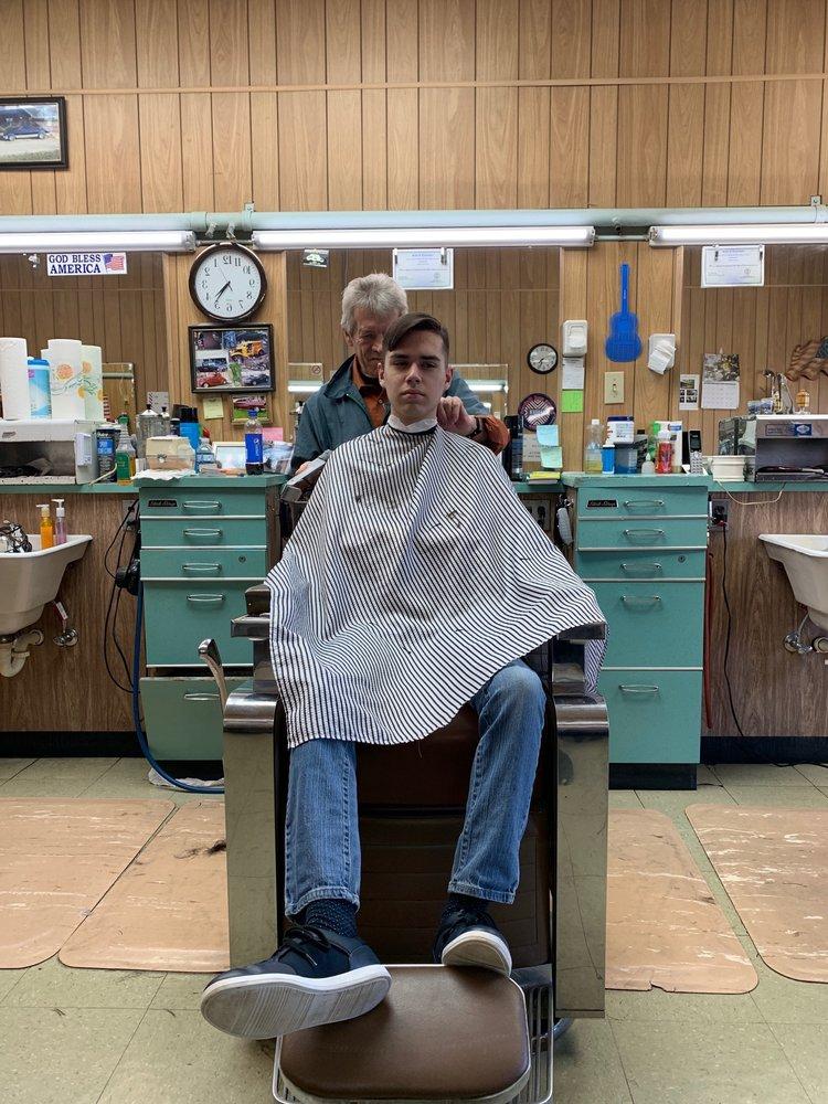 Hixson Barber Shop: 5129 Hixson Pike, Hixson, TN