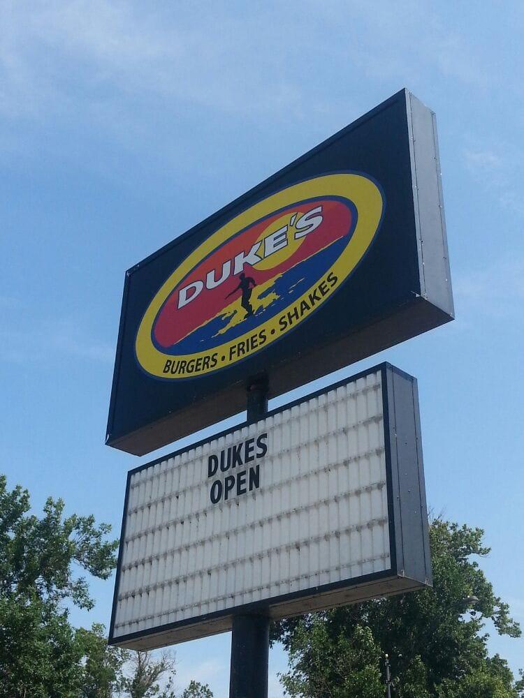 Duke's Burgers of Okoboji: 293 Okoboji Grove Rd N, Arnolds Park, IA