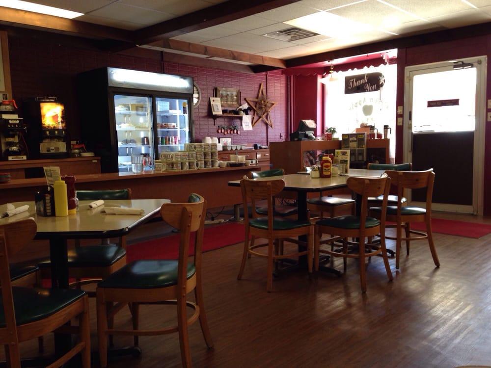 Green Apple Cafe: 128 E 8th St, Cozad, NE