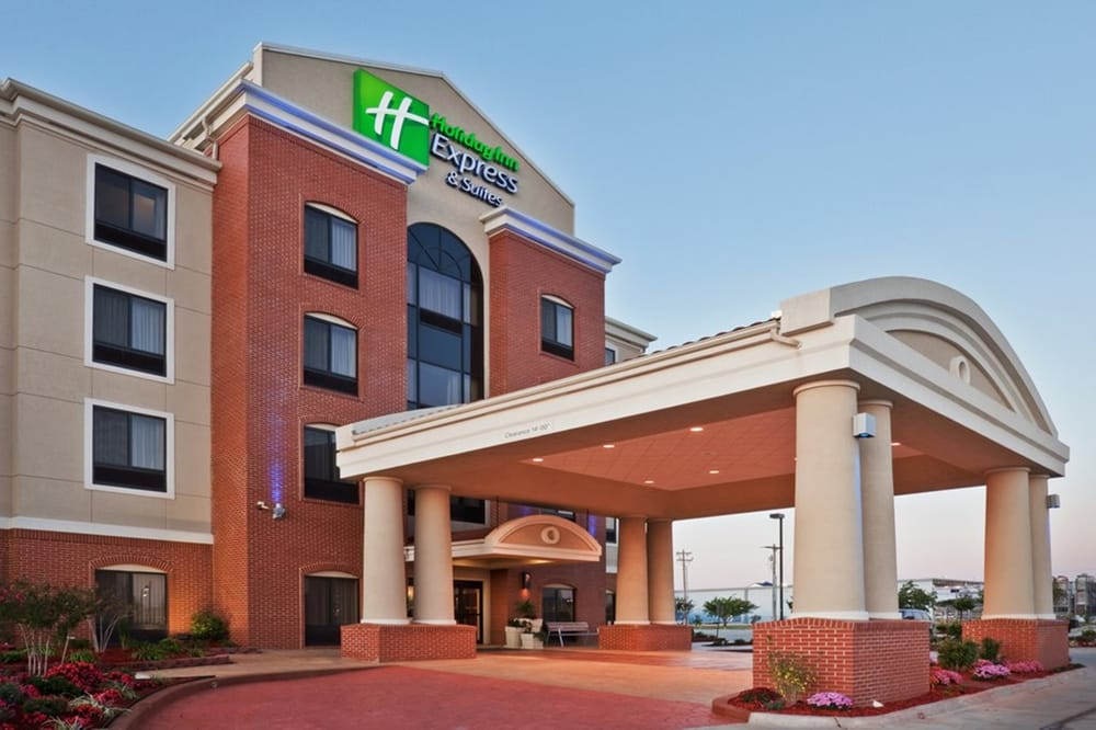 Holiday Inn Express & Suites Bonham: 1101 Glen Reddy Ave, Bonham, TX