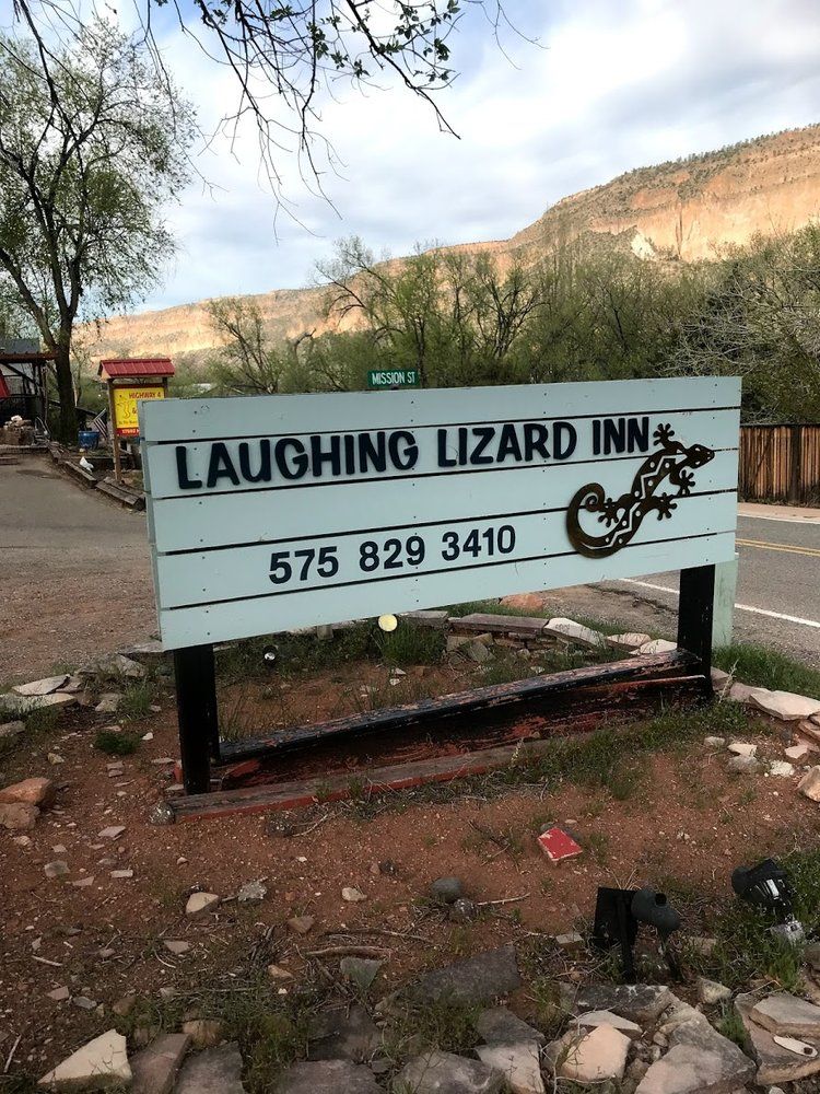 Laughing Lizard Inn: 17526 Hwy 4, Jemez Springs, NM