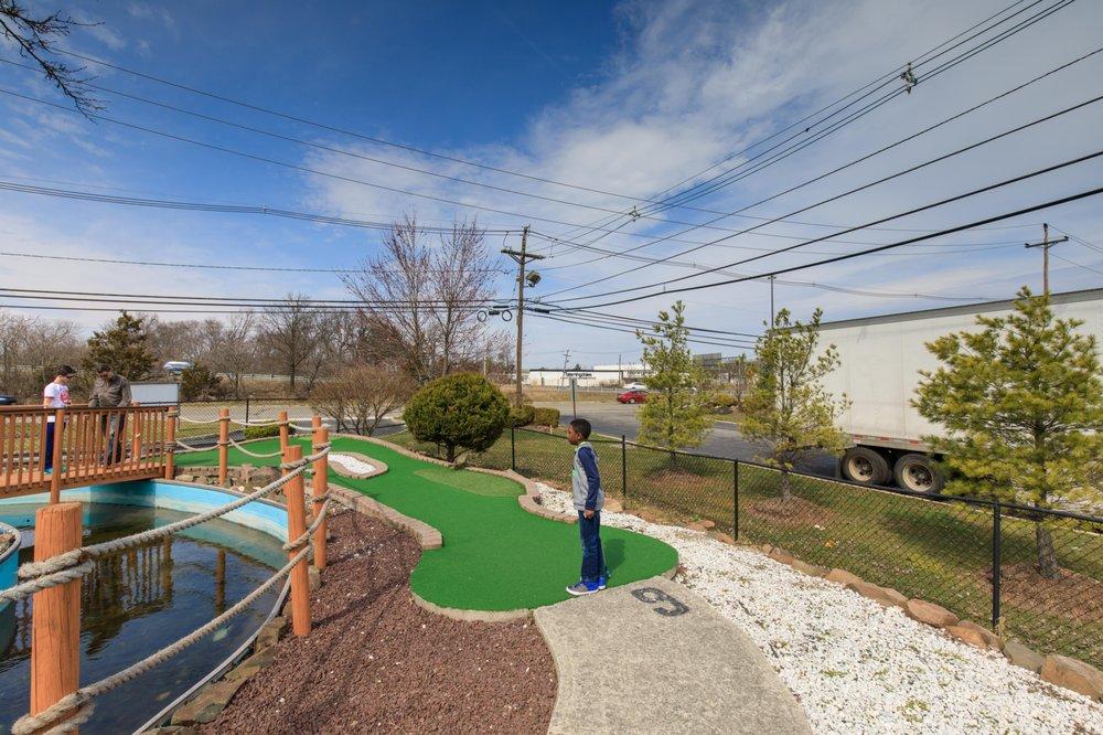 Photo of Willowbrook Golf Center: Wayne, NJ