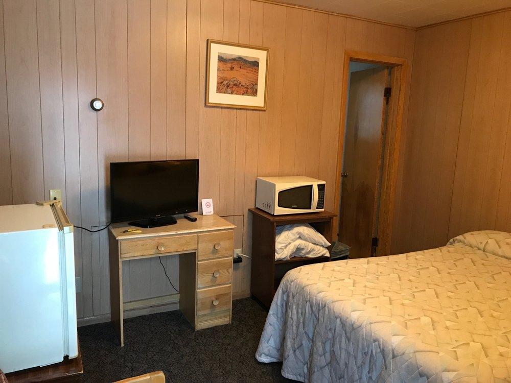 O K Motel: 220 3rd Ave NE, Steele, ND