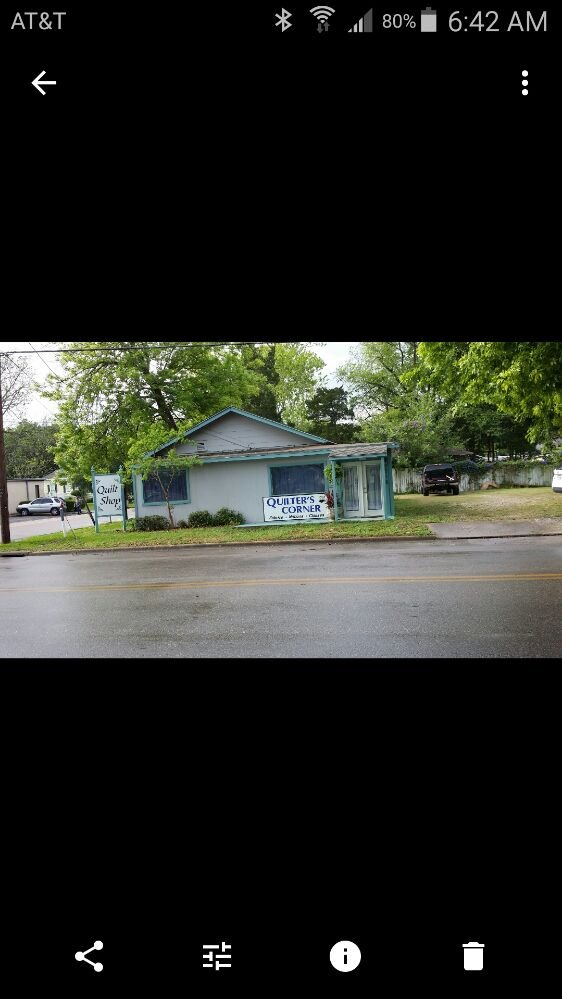 Quilters Corner: 218 West House St, Alvin, TX
