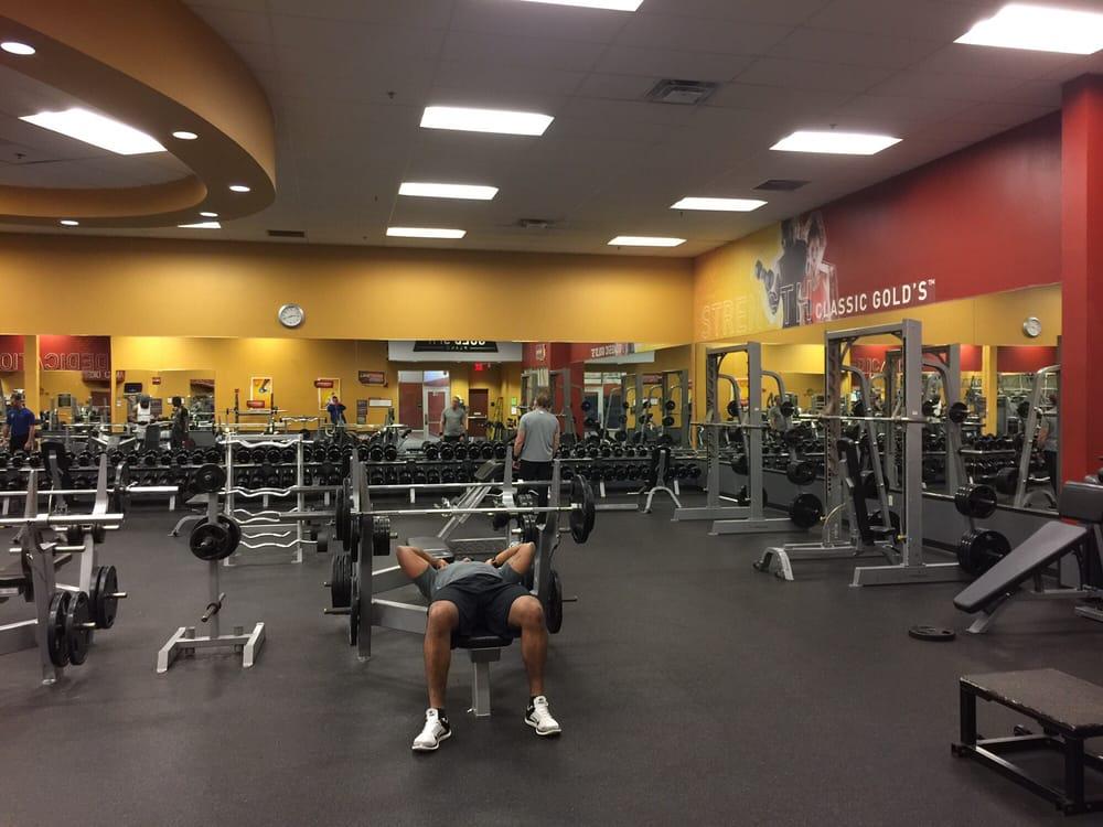 Gold s gym closed 19 photos 27 reviews gyms 4817 for Gimnasio 19