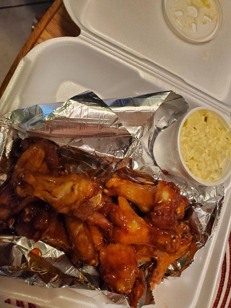 Big Mike's Sports Grill & Seafood Market: 212 N Broadway St, Ashford, AL
