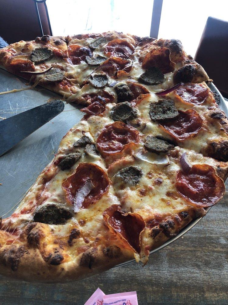 Lakeside Pizza & Pub: 22080 Highway 6, Keystone, CO
