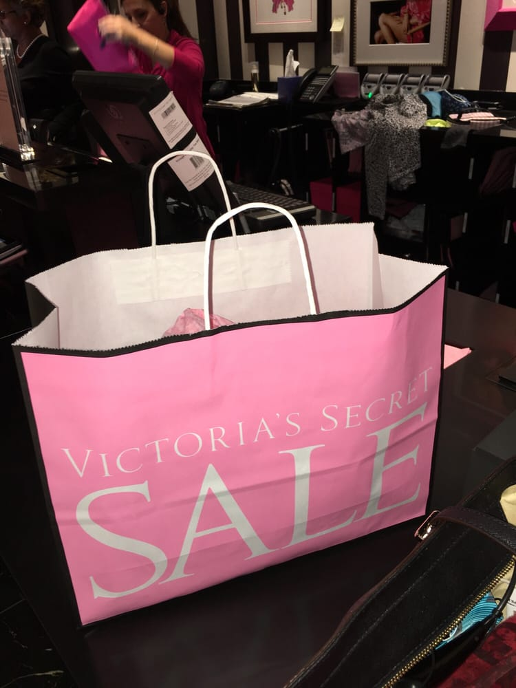 Victoria's Secret: 21100 Dulles Town Cir, Sterling, VA